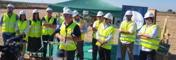 La Vanguardia: Colocada en Lora la primera piedra de la futura almazara ecológica bioclimática, con 3,1 millones de inversión